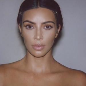 Kim-Kardashian-No-Make-Up-Selfie