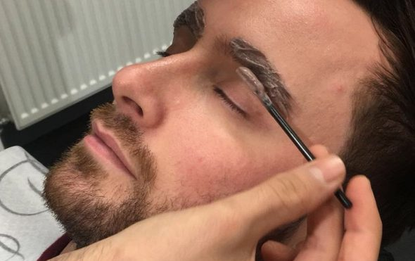 Tinting male brows in a salon