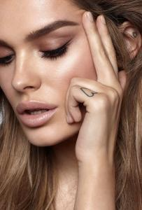 hd brows model chloe lloyd close up