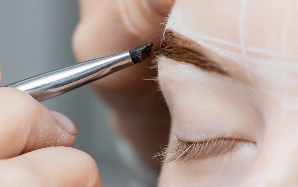 Application of henna brow dye