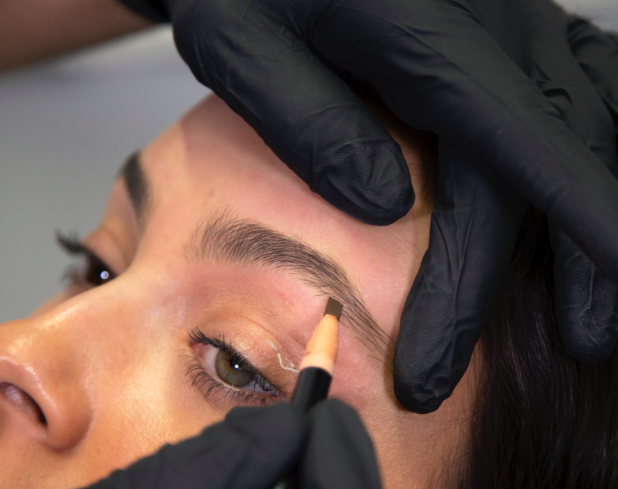 fill in eyebrows naturally with HD brow pencil